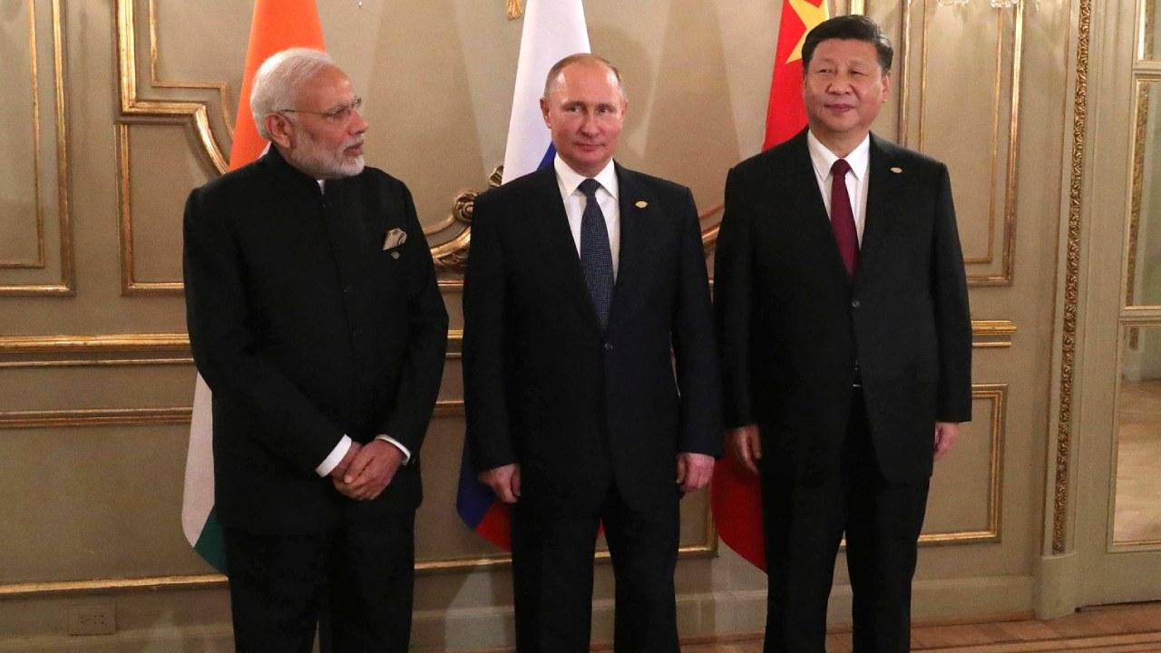 Russian Federation President Putin, with Prime Minister of India Narendra Modi and President of China Xi Jinping before a meeting in the Russia-India-China format. December 1, 2018 Buenos Aires, Argentina (en.kremlin.ru)