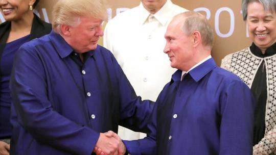 Presidents Trump and Putin have their second public meeting at the APEC Economic Leaders' Meeting. Vietnam, November 10, 2017. (en.kremlin.ru)