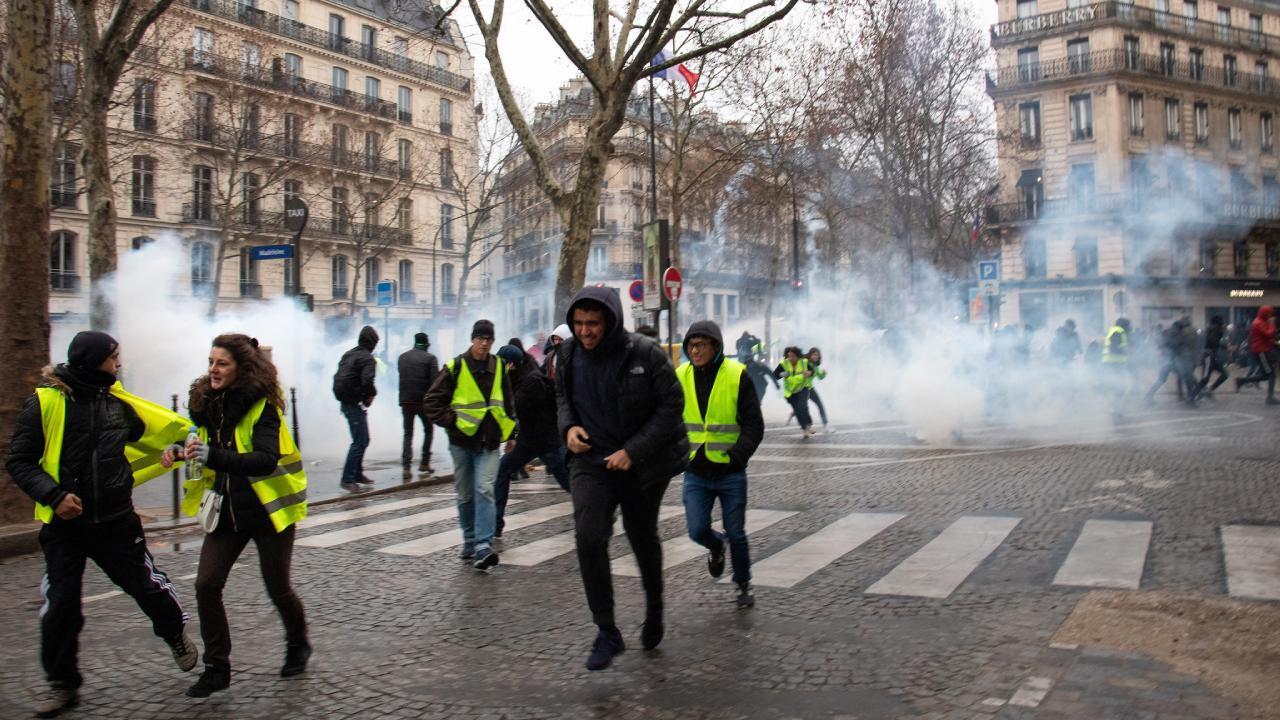 Tear gas - Paris, France - December 8, 2018 (Olivier Ortelpa / Flickr)
