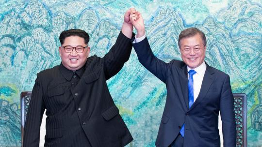 On April 27, 2018, President Moon Jae In and Chairman Kim Jong Eun signed the Panmunjom Declaration for Peace, Prosperity and Reunification on the Korean Peninsula as a result of the Summit and jointly announced it.