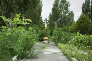 Cross-at-Entrance-to-Chernobyl-300x199.jpg