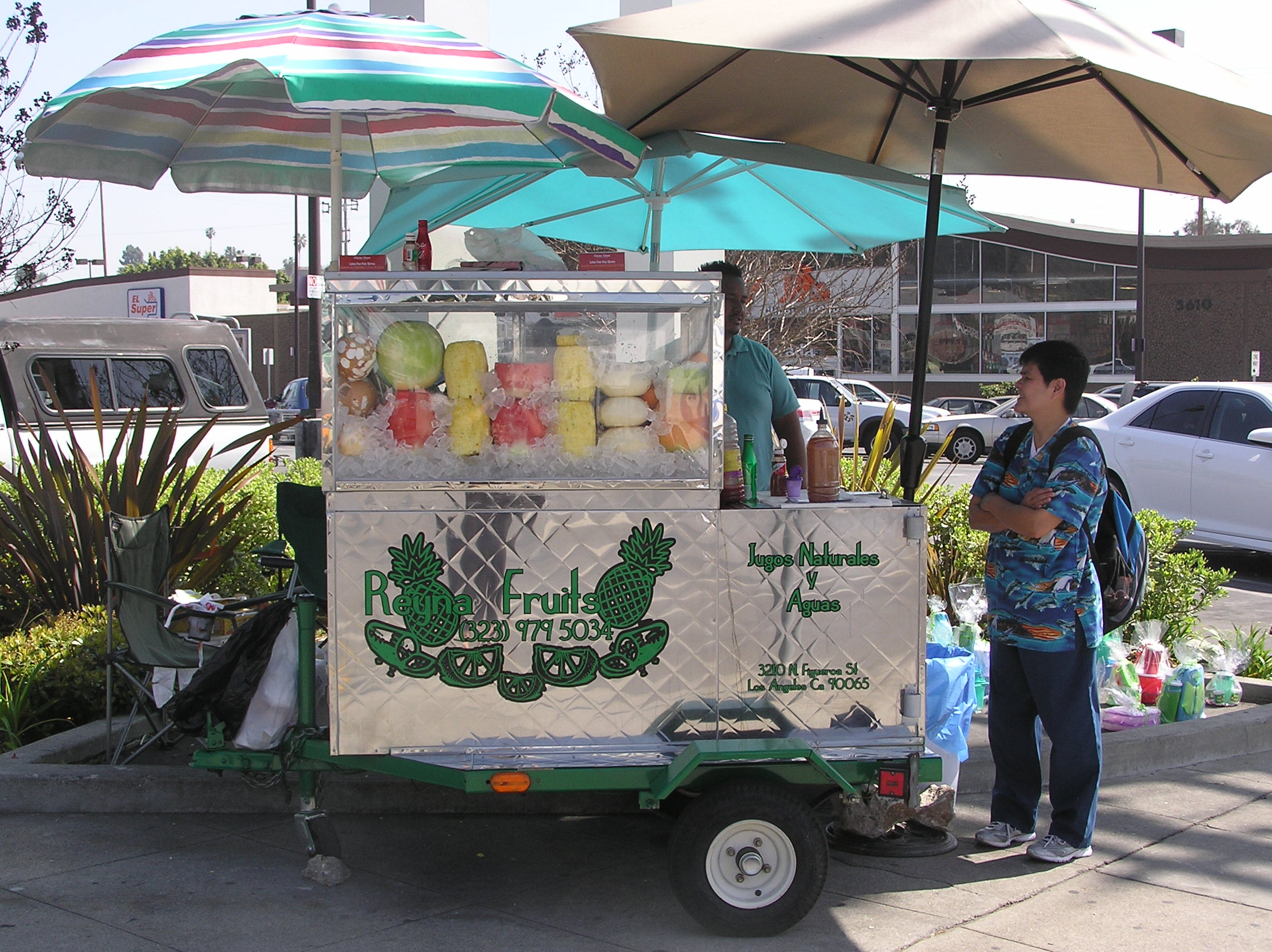 Fruit_vendor_in_Highland_Park.JPG