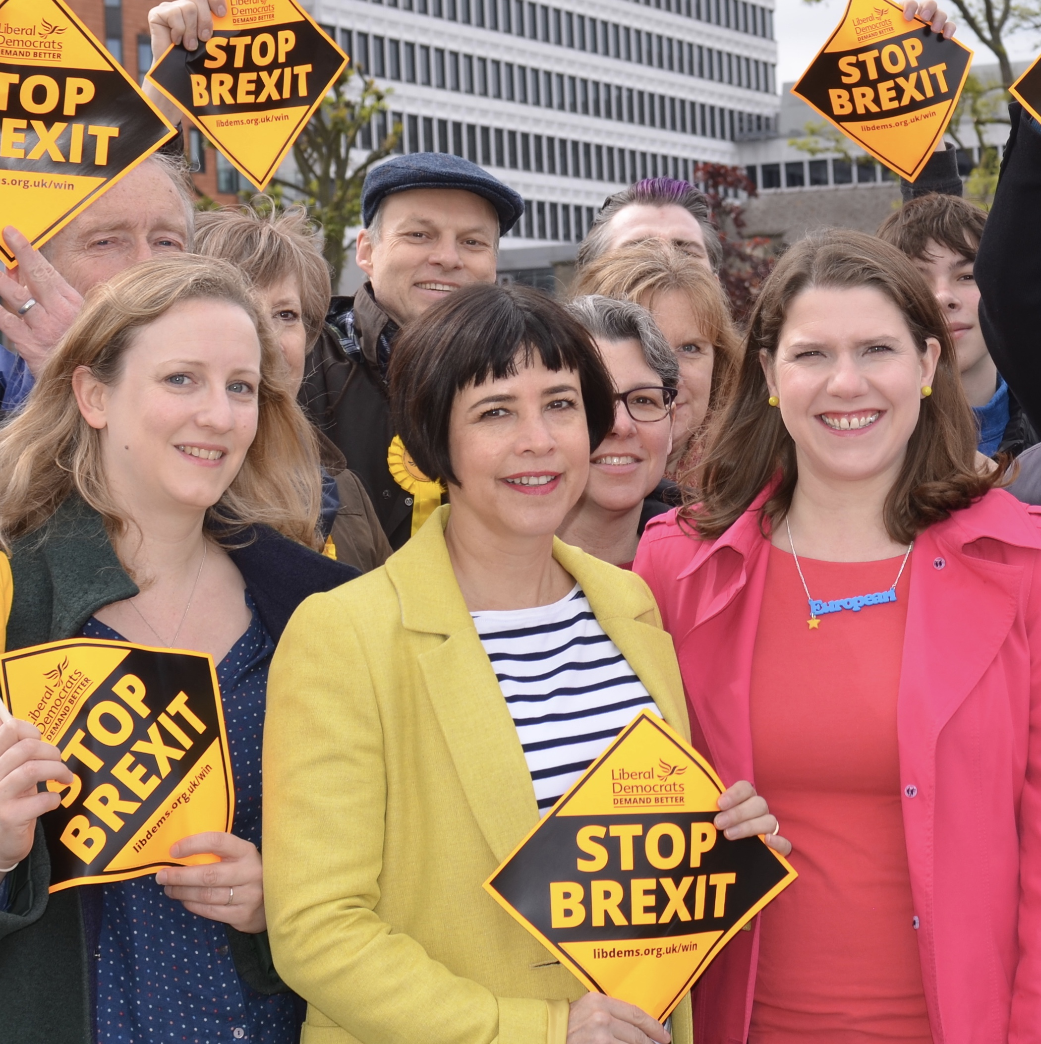 Lib Dem leader Jo Swinson with Sue Wixley and local members on Putney Bridge