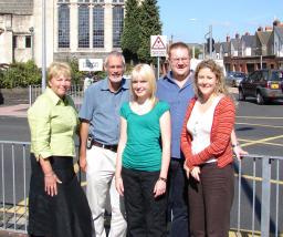 Local Lib Dems Jenny Randerson, Cllr. Simon Wakefield, Ceri Jones, Cllr. Jon Aylwin and Jenny Willott MP are delighted that the council is installing a bollard on the Cathays Terrace/Crwys junction.