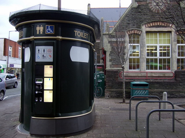 Re-open public toilets say Cardiff Lib Dems
