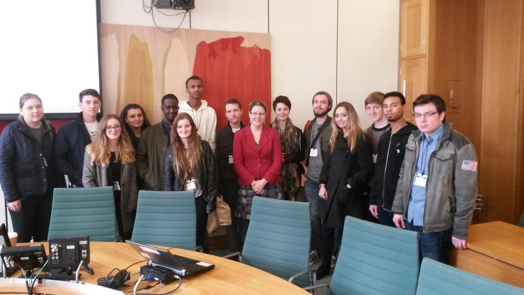Jenny welcomes students from Cardiff and Vale College to Parliament