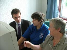 Tom Brake joins Lesley for IT training with Pauline Dolling