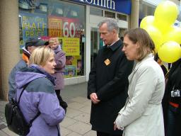 Local Residents in One to One with Lib Dem Candidates Brian Paddick and Abigail Lock