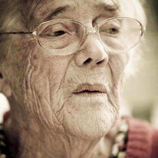 key_elderly-lady-2_(1).png