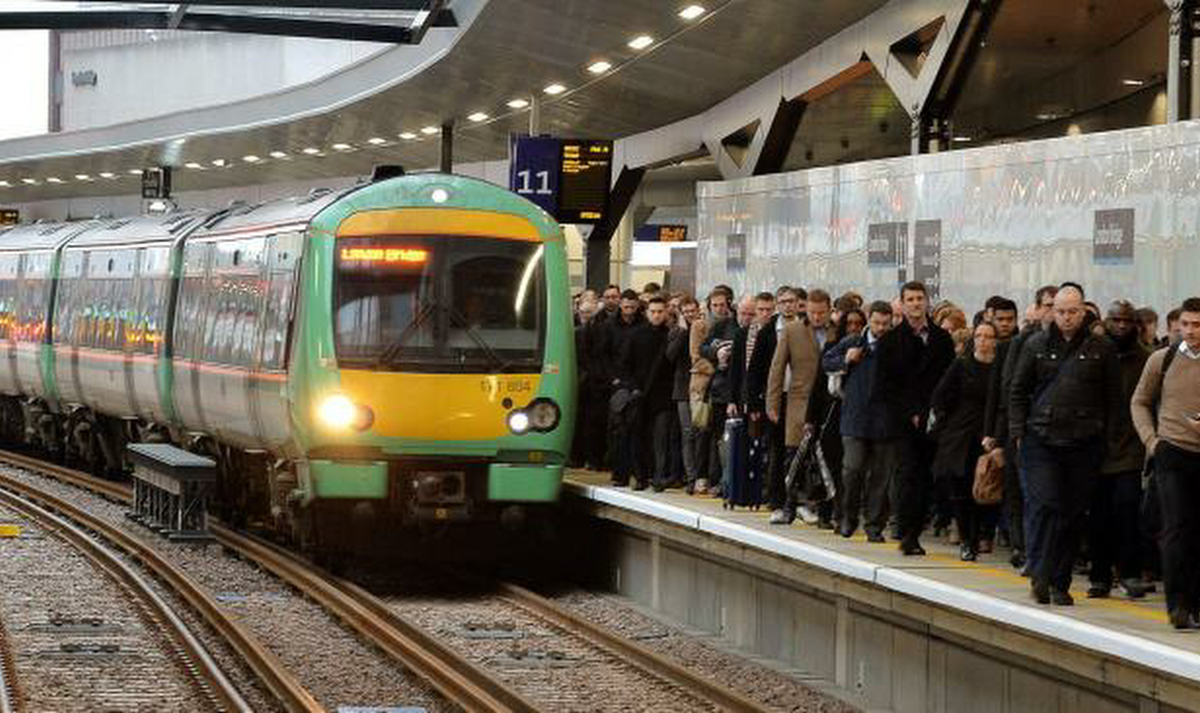 Brake condemns Minister for refusing to give passengers a one-month rail refund