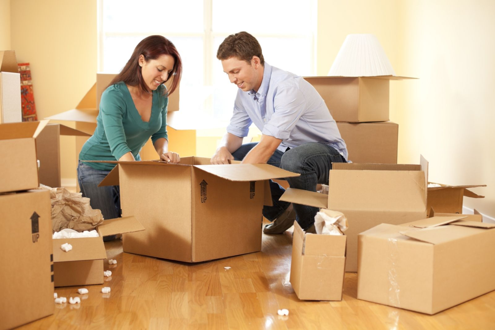 key_Couple-moving-house.jpg