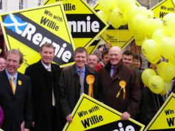 Nicol Stephen and Ming Campbell join Willie Rennie on the Dunfermline campaign trail