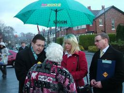Mark in Bramhalll with residents