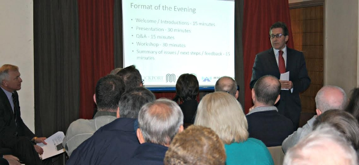 Mark Hunter MP addresses the public meeting on the Kingsway junction.