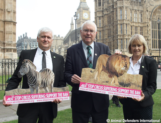 Sir Bob with anti circus campaigners