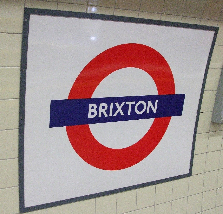 Brixton_tube_station_roundel2_ed.JPG