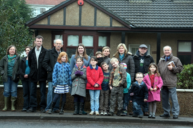 (web)_Strathblane_Road_Jo_Swinson_and_residents.jpg