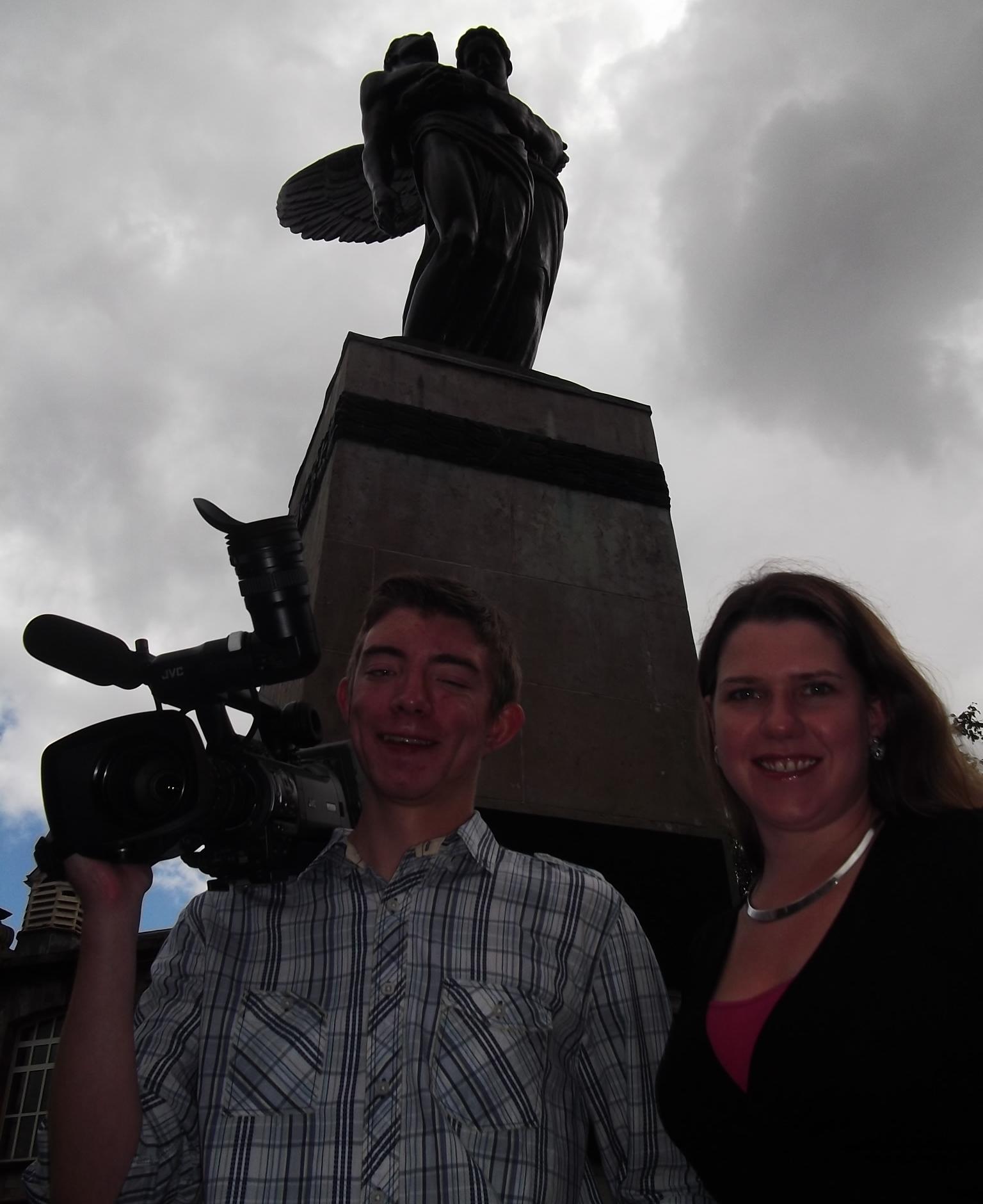 ScottHouston_JoSwinson_Bearsden_War_Memorial.jpg