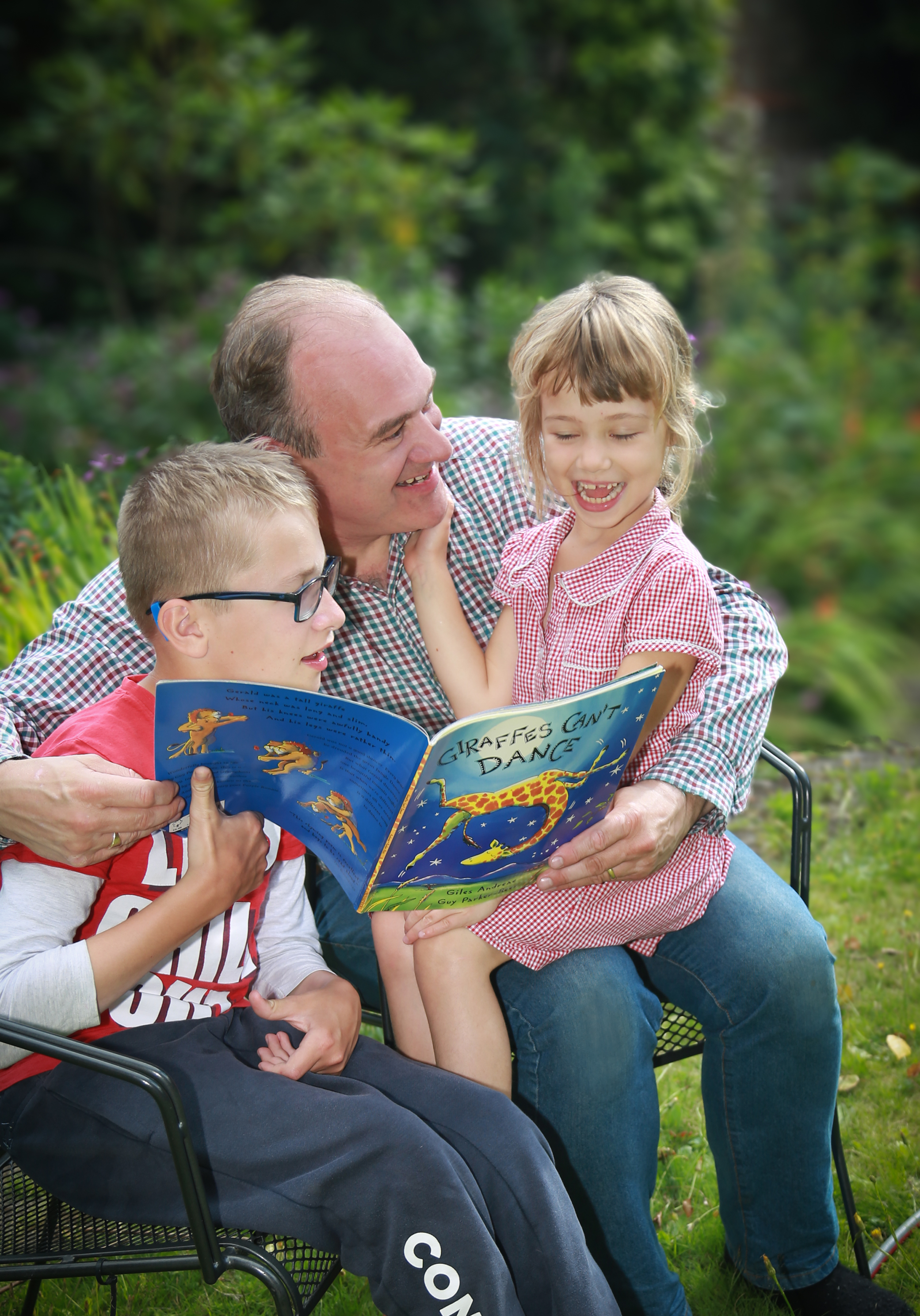 Ed_reading_to_children_in_the_garden.jpg