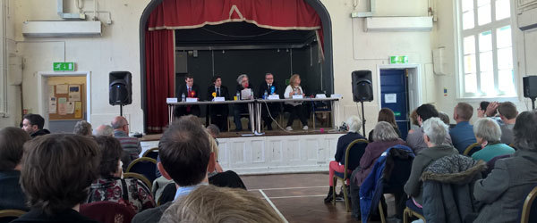 key_crowd-listening-to-ge2015-hustings.png