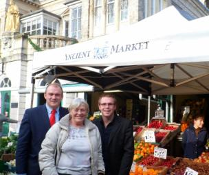 kingston_ancient_market_wins_award-kingston_market-chrissie_hitchcock-ed_davey-marc_woodall-kingston_lib_dems-lib_dem-controlled_council.jpg
