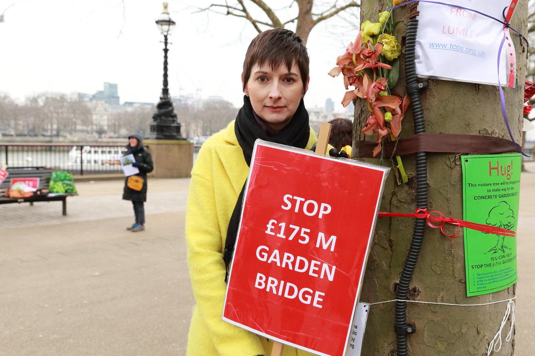 Caroline_Garden_Bridge.jpg