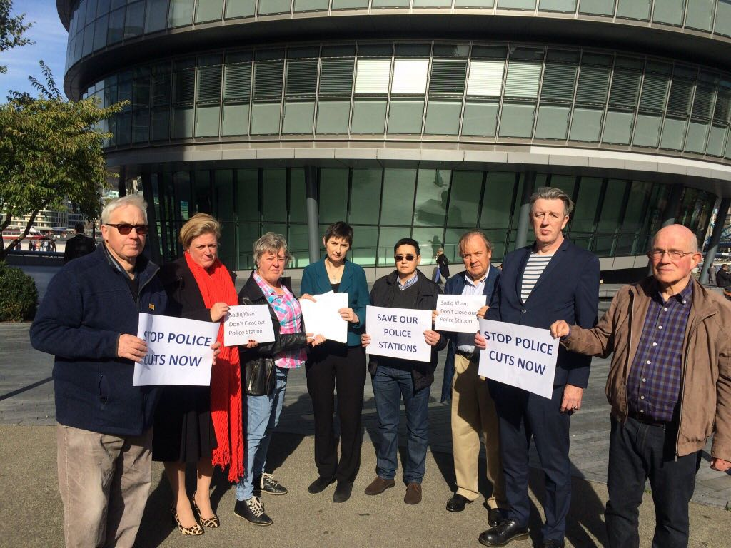 Wimbledon police station petition handed in to London's Mayor