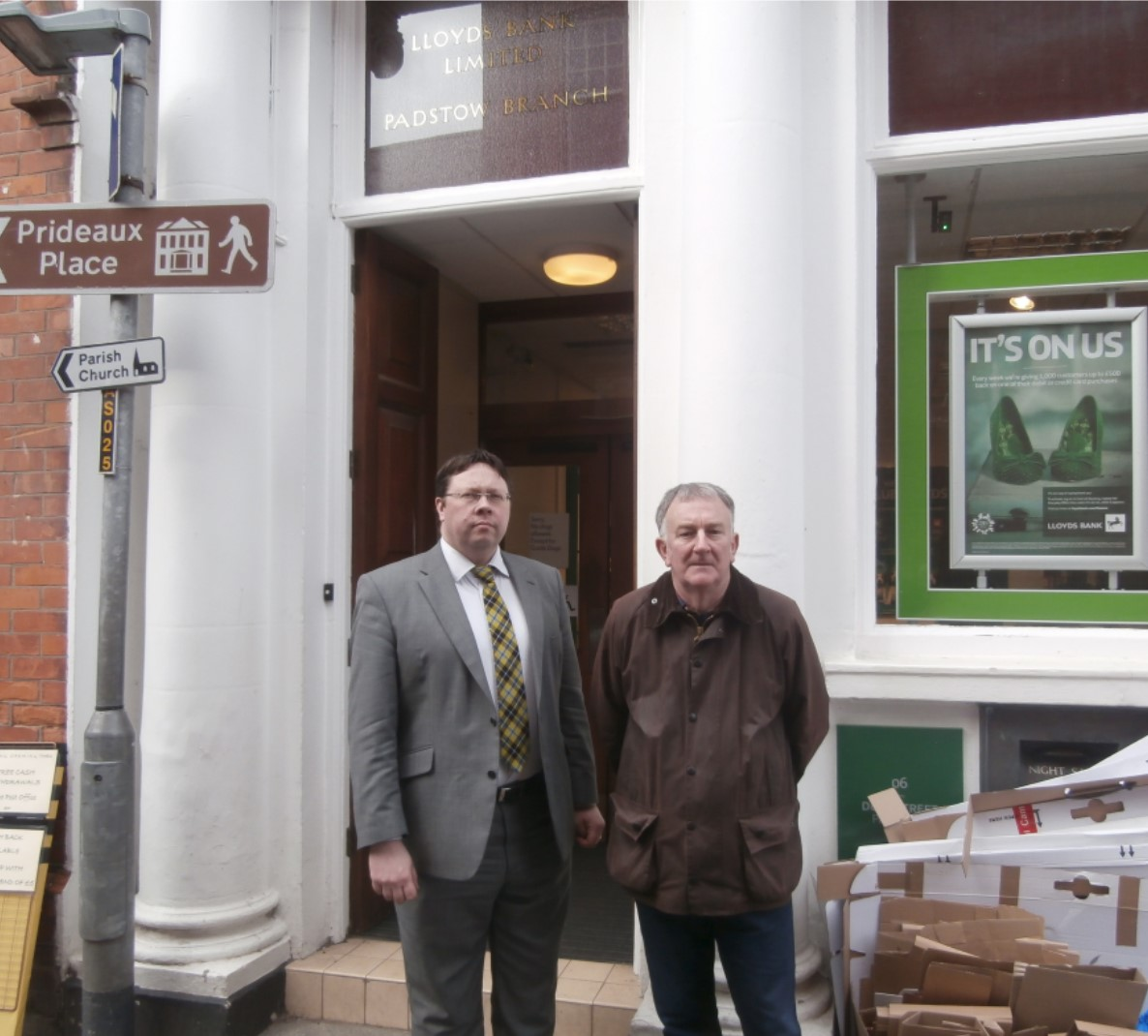 Lloyds_Bank_in_Padstow.jpg