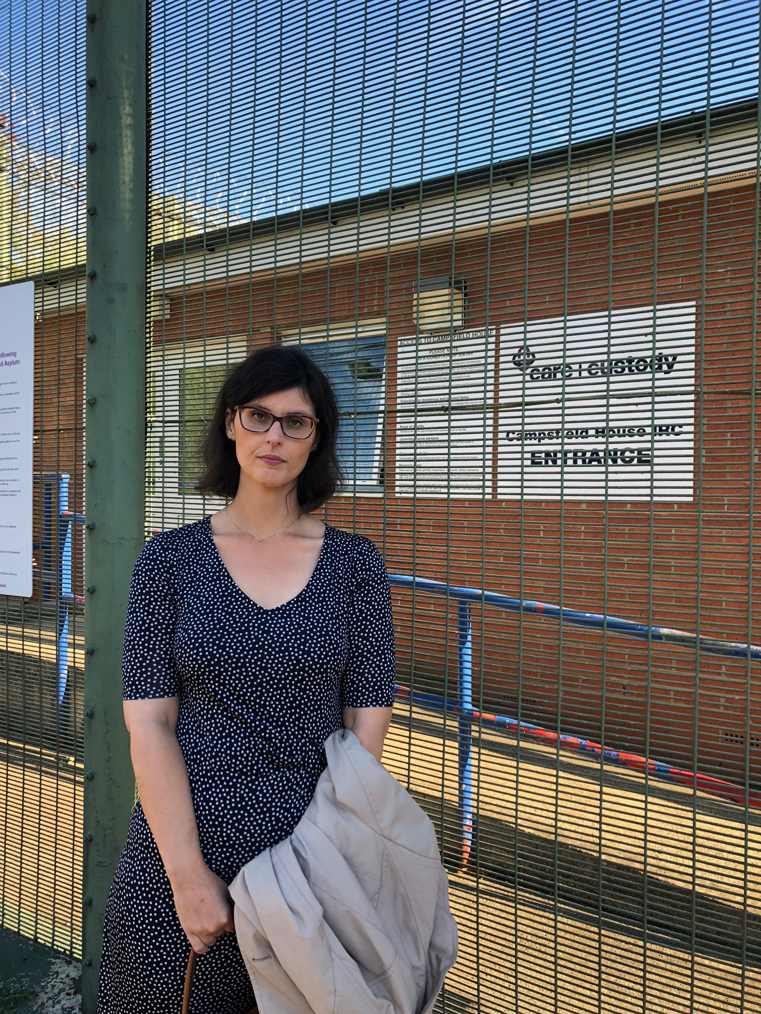 Layla_Moran_MP_outside_Campsfield_House_in_Kidlington.jpeg