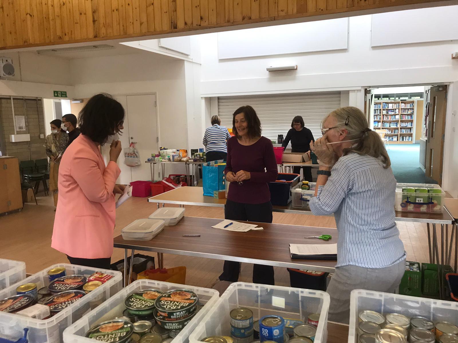 Layla Moran_visits Kidlington Foodbank_