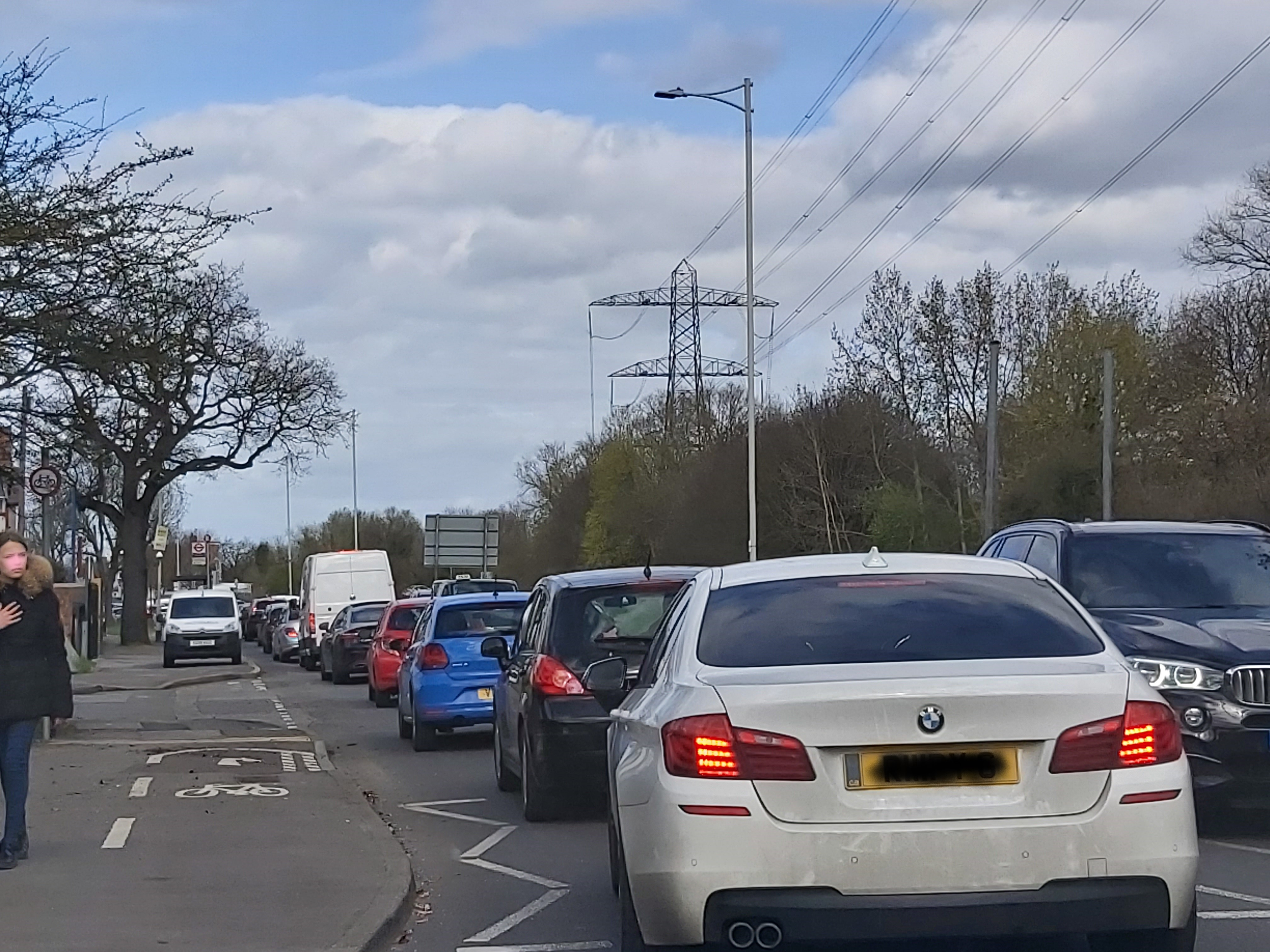 chigwell_road_recycling_queue