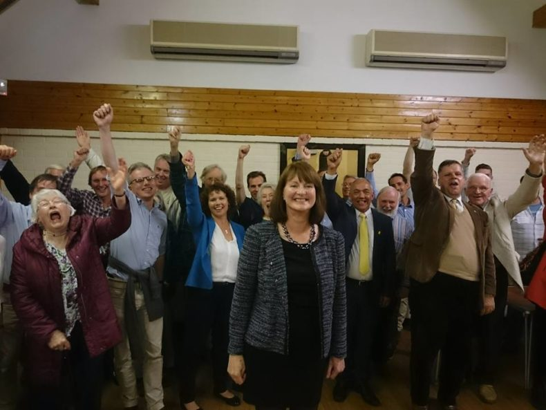 Liz-Leffman-and-the-Witney-Lib-Dem-team-790x593.jpg