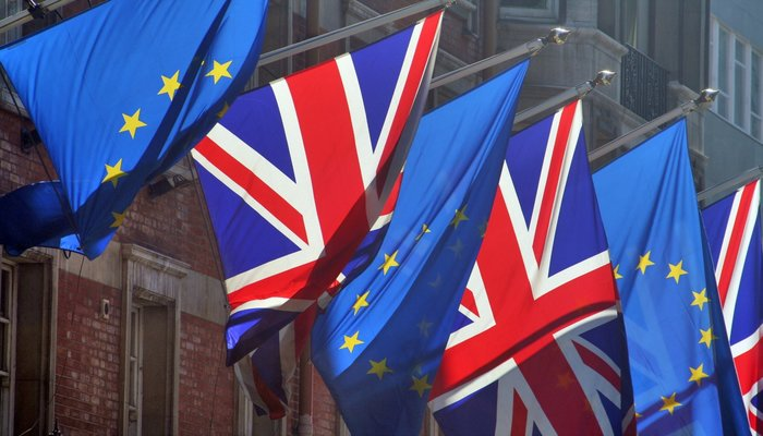 Liberal Democrats call on the Leader of the County Council to back the Prime Minister's aim for the country to stay in the EU