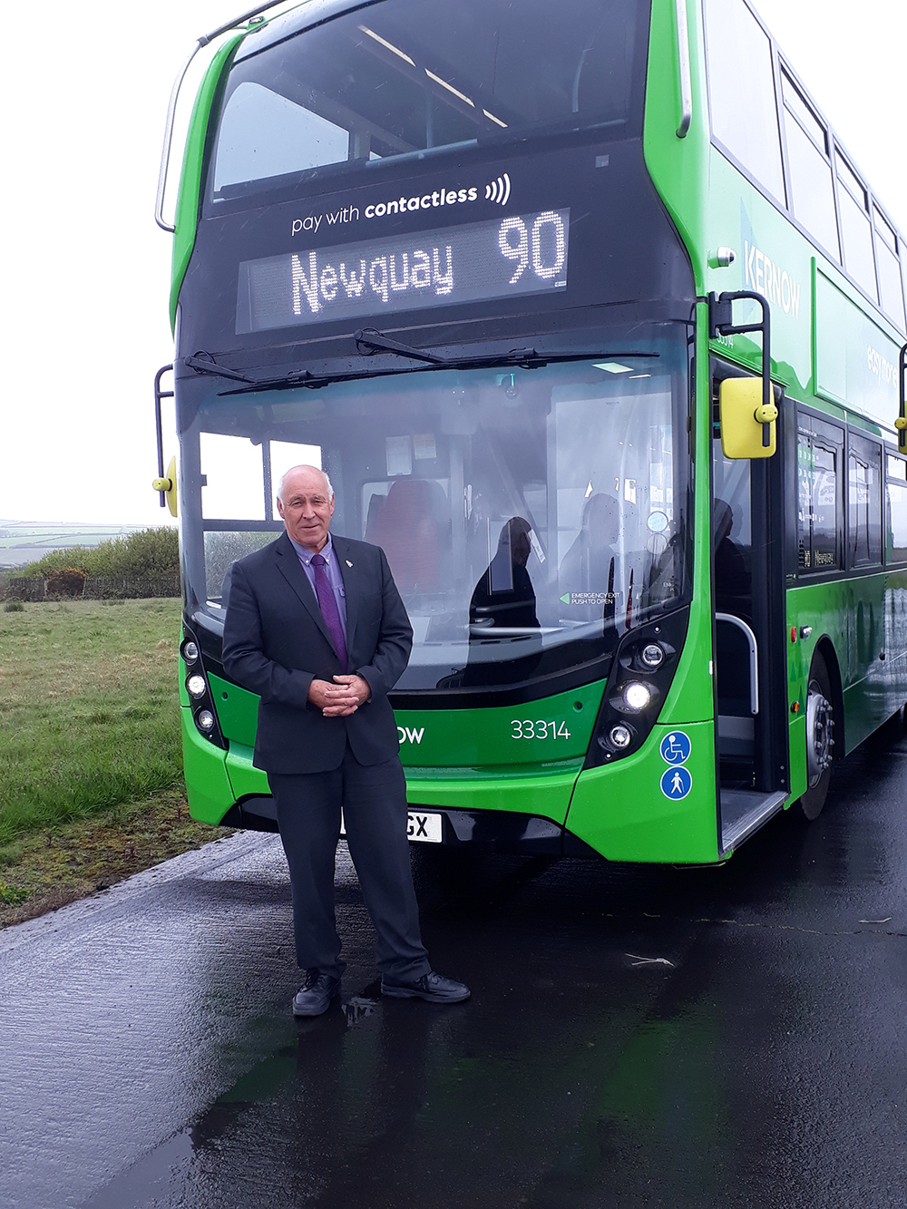 Geoff welcomes new buses to mid Cornwall