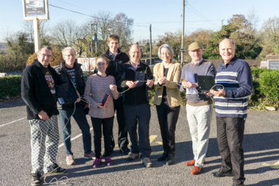 Claire_Young_and_Codrington_broadband_campaigners.jpg