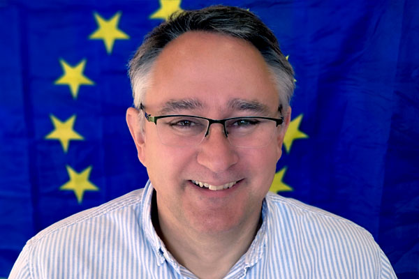 Martin Horwood with EU Flag