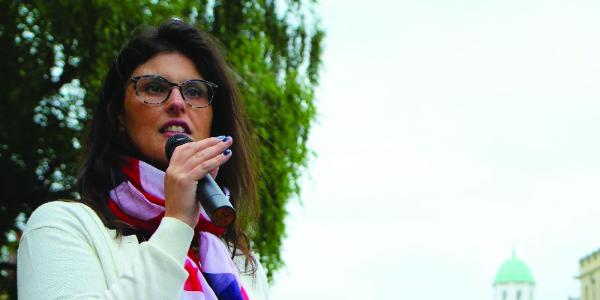 Layla Moran speaks into a microphone