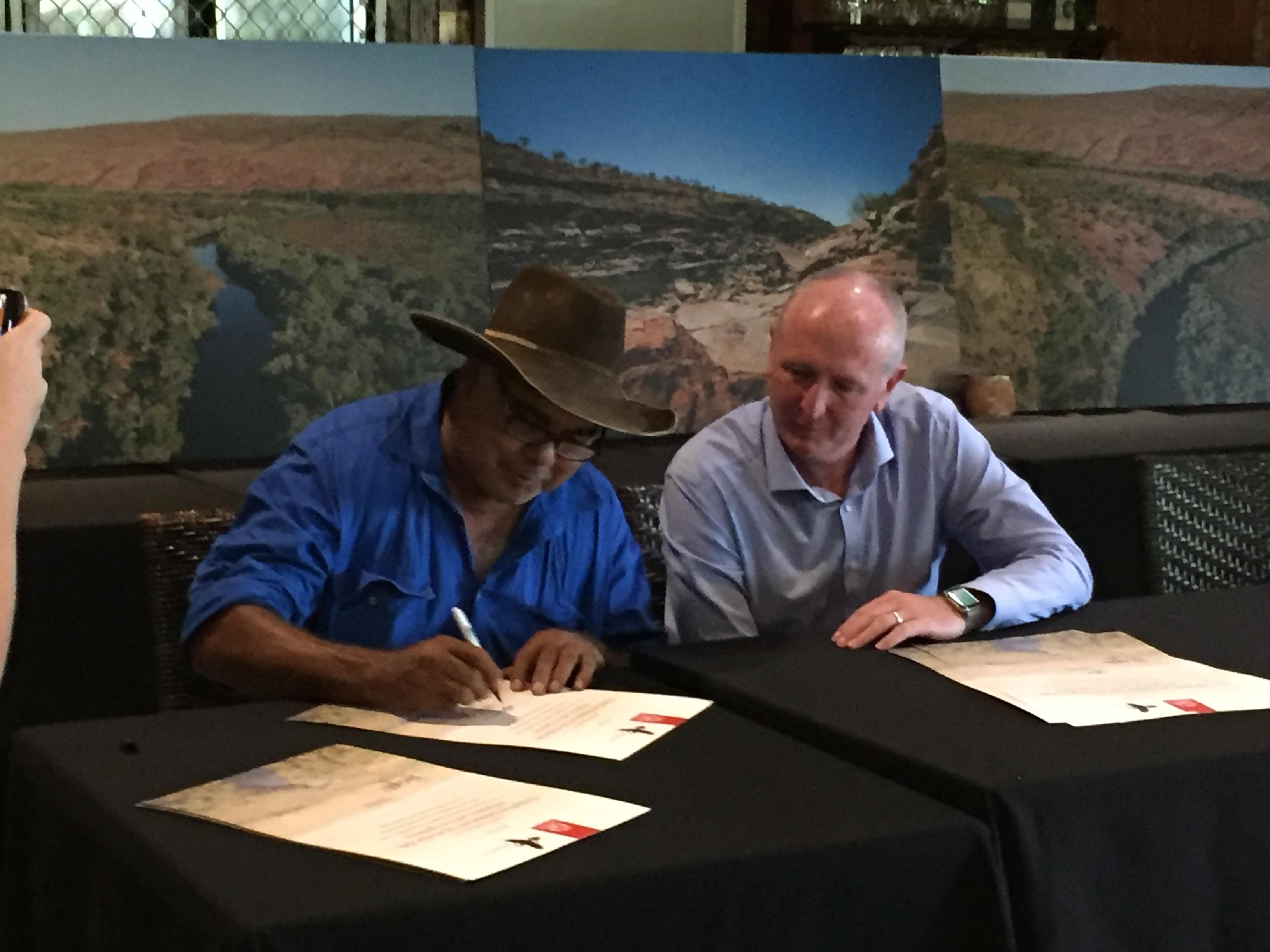 Minister Dawson & Bunuba Elder signing Indigenous Land Use Agreements (photo: M Pritchard)