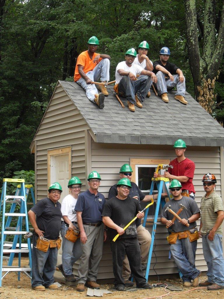Los miembros de LIUNA posan para la foto durante una clase práctica residencial sobre Seguridad, Educación y Capacitación (SET, por sus siglas en inglés). (LIUNA)