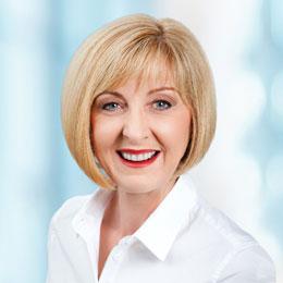 Tracy Davis Headshot