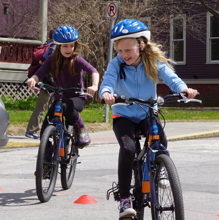 Montpelier_Elementary_navigating_cones_c_Emily_Boedecker_Local_Motion_thumb.jpg
