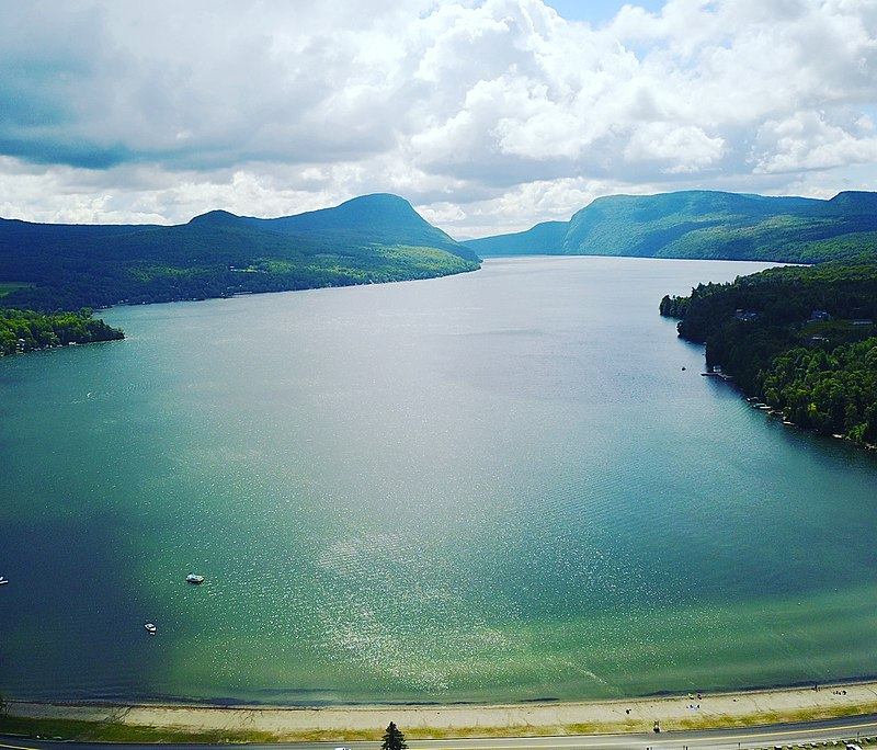 800px-Willoughby_Lake_drone_2017-08.jpg