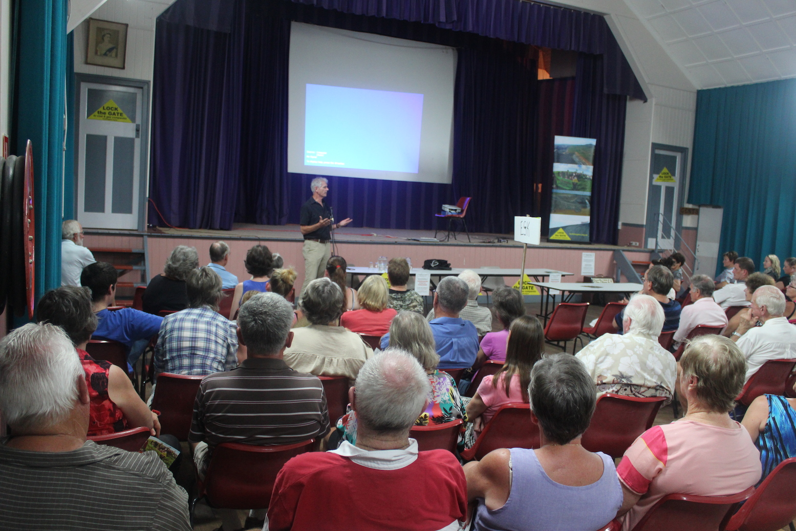 Drew_Hutton_addresses_the_meeting_at_Toogoolawah.JPG