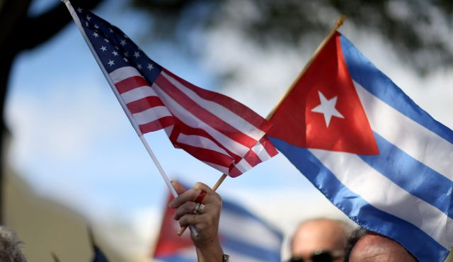 cuba-and-us-flags2.jpg