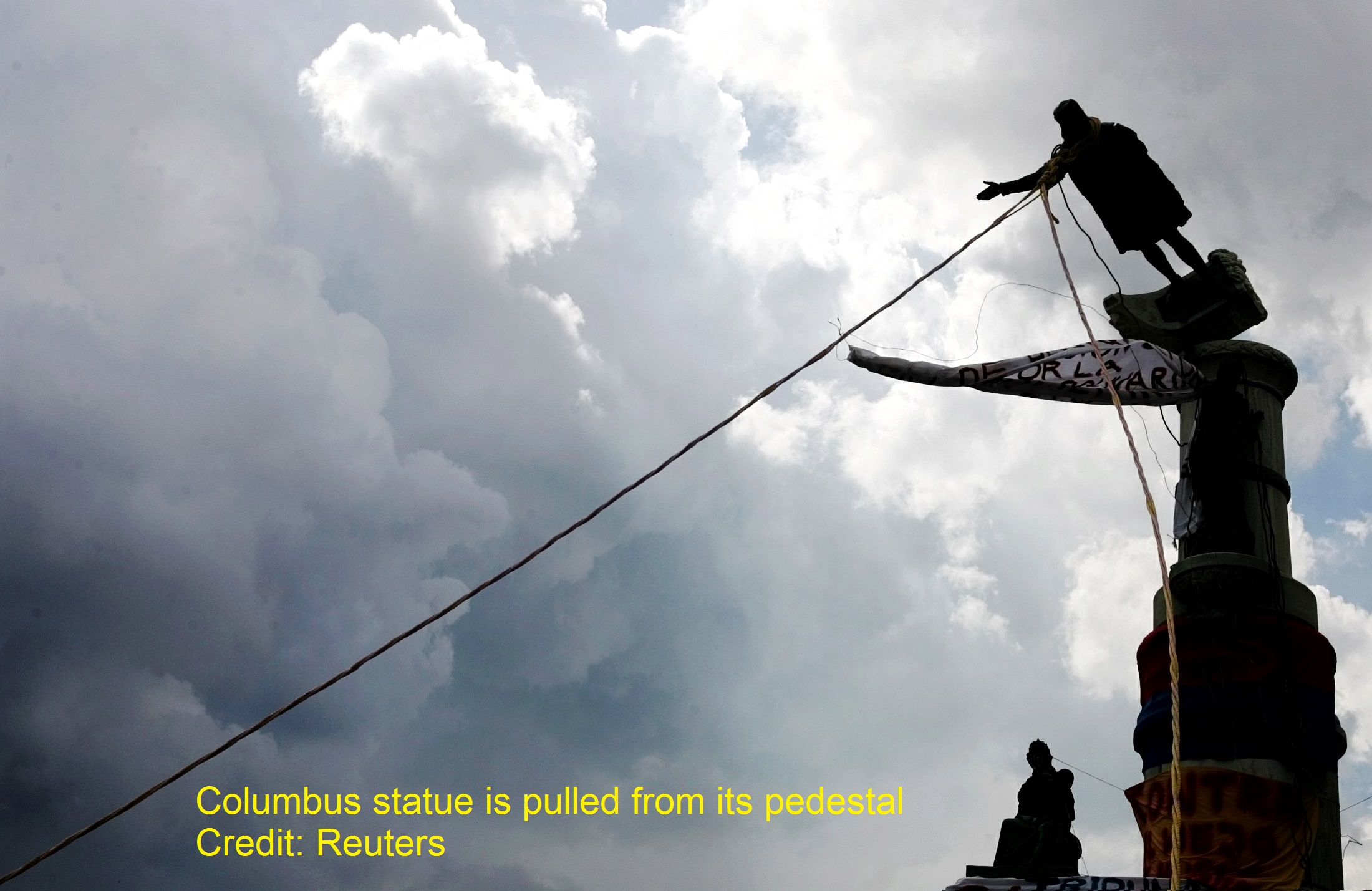 venezuelan-demonstrators-topple-columbus-statue_-_Cropped.jpg