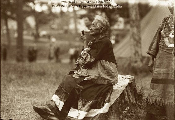 old_lady_with_pipe_(002).jpg