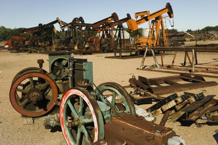 Oil_Junk_Yard.jpg