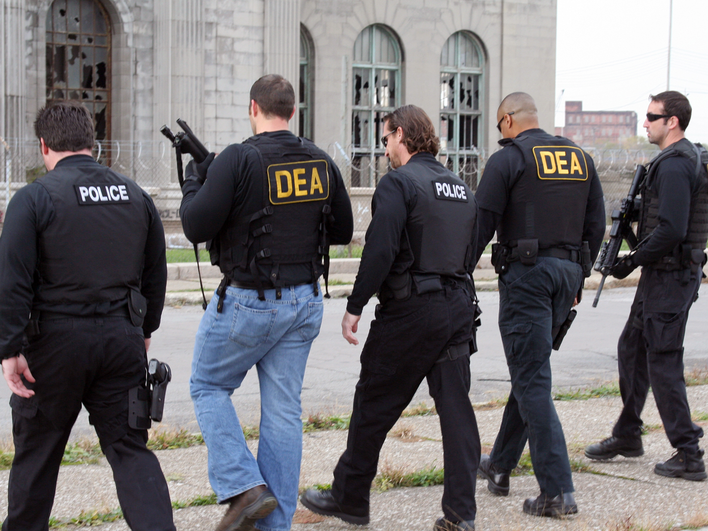 dea_police_raid.jpg