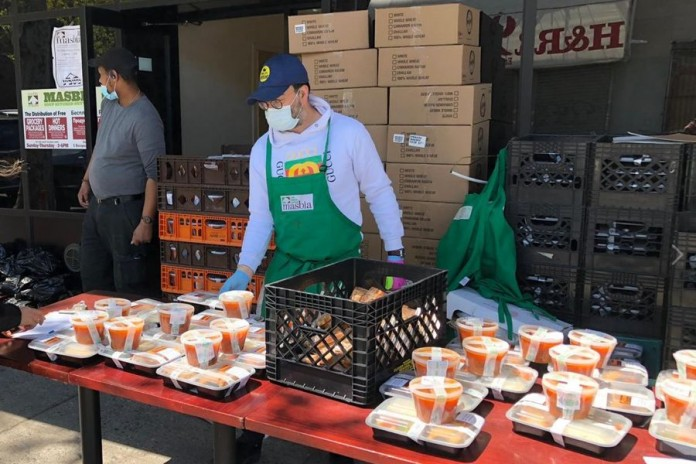 Chef Ruben and his team have been preparing ready-to-eat dinners at unprecedented numbers served to-go for those who come to Masbia's soup kitchen program.