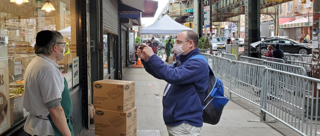 i24News in English reporter at Masbia of Boro Park during the coronavirus pandemic